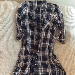 Express long plaid collared shirt. Trendy. Med